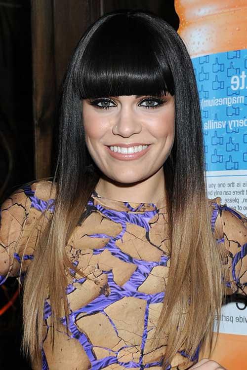 cabelos pretos lisos com franja em comprimento maior