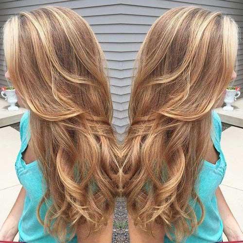 luzes e mechas caramelo no cabelo loiro