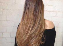 cabelo longo com luzes loiras