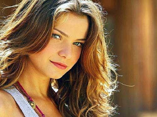 cabelo loiro mel natural de atriz