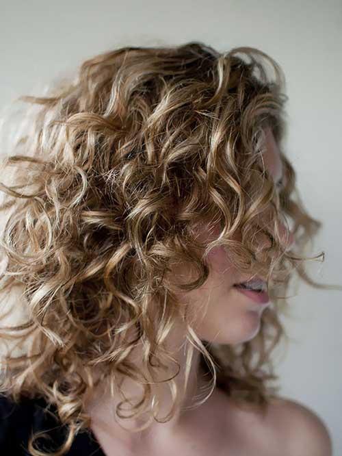 foto de cabelo cacheado arrumado com azeite