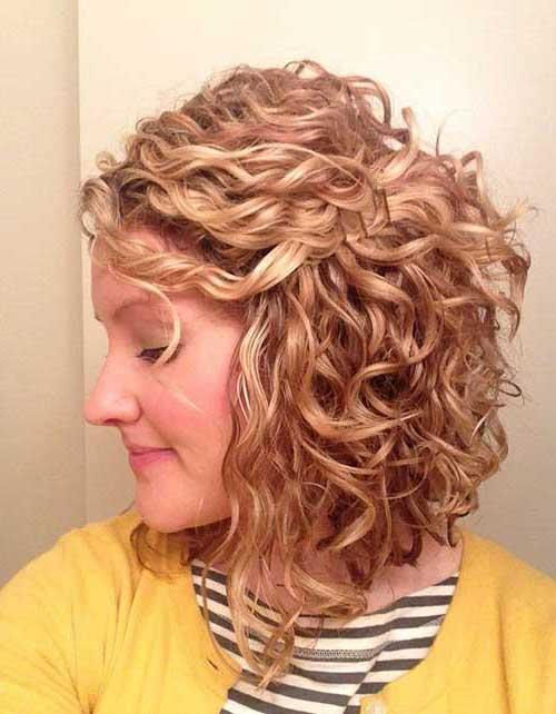 cabelo chanel cacheado loiro visto pela lateral