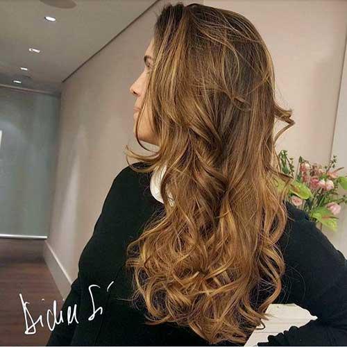 cabelo com mecha iluminada