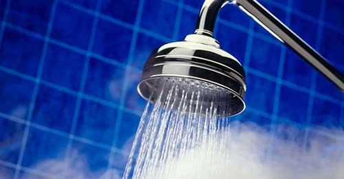 homens de cabelo cacheado nao devem tomar banho quente