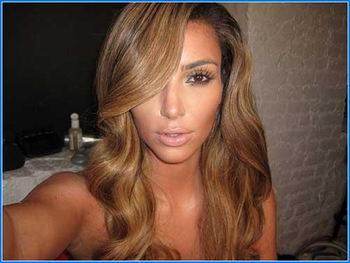 cabelo loiro mel na kim kardashian