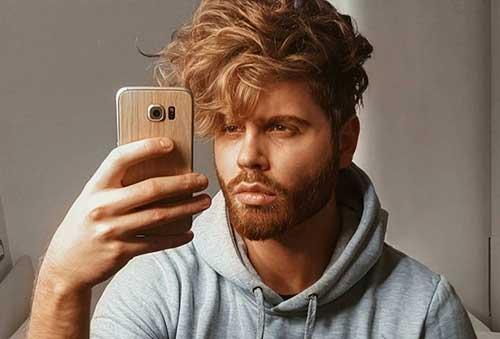 cabelo loiro mel no homem