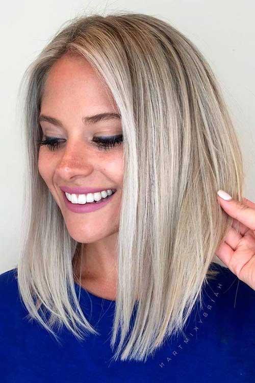cabelo loiro platinado assimetrico bonito e medio