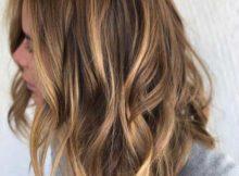 cabelo castanho claro medio com luzes cor de ouro