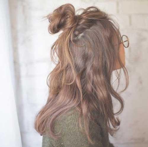 penteado tipo meio coque com textura