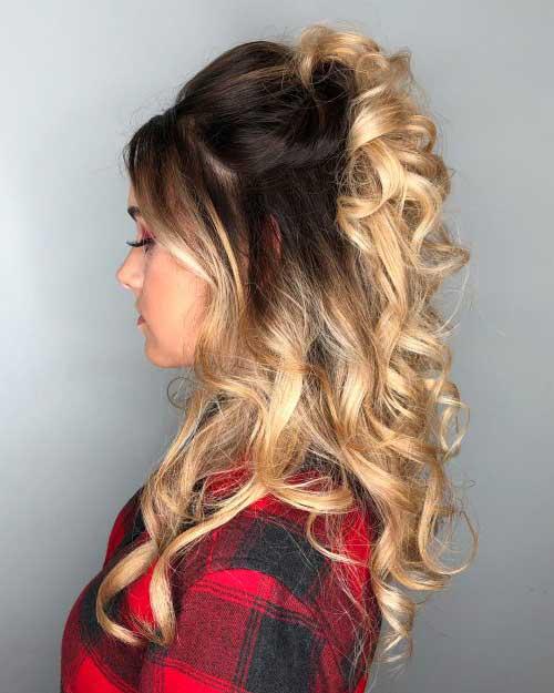 imagem de cabelo semi preso com luzes e cachos