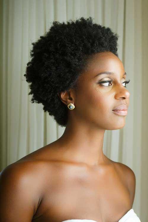cabelo curto afro com volume