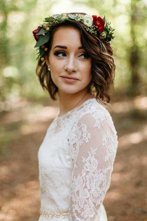 cabelo ondulado solto com flores