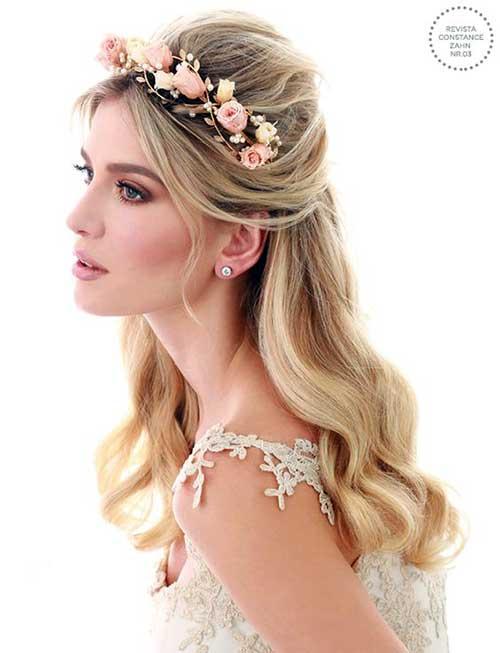 cabelo semipreso com tiara de flores