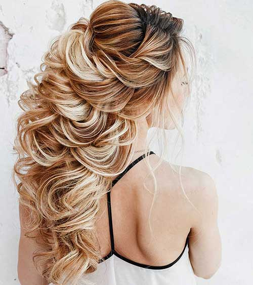 foto de cabelo loiro com penteado semi preso