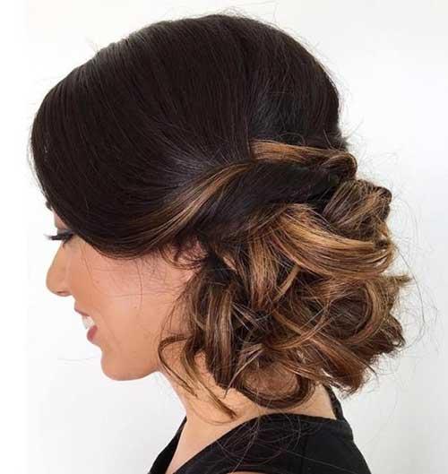 coque de lado no cabelo iluminado