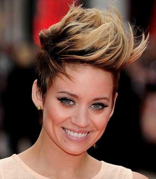 corte de cabelo moicano feminino com luzes