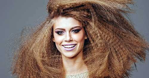 cabelo frisado volumoso
