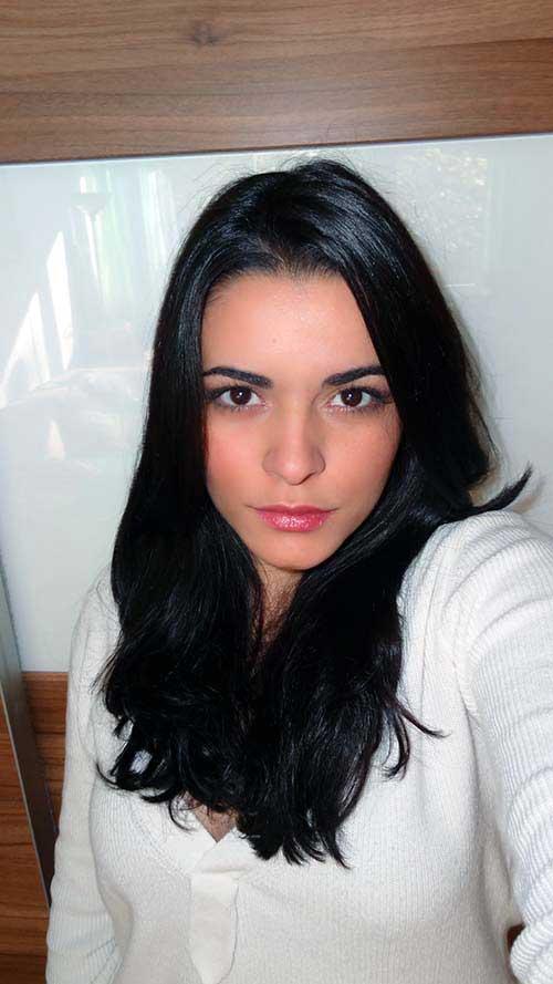 cabelos escuros brilhantes