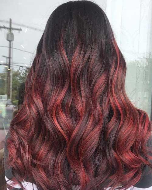 balayage vermelha em cabelos negros