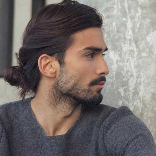 coque baixo masculino em cabelo comprido