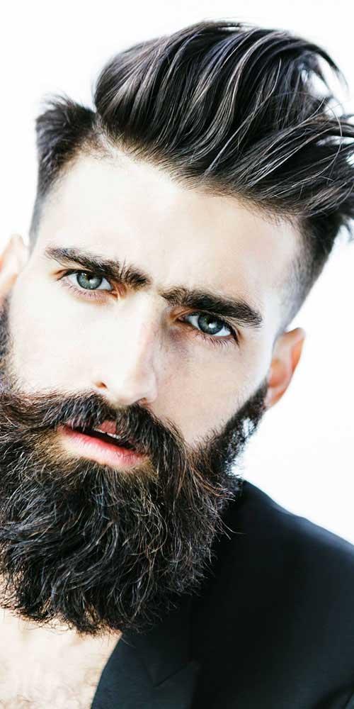 cabelo preto com barba grande