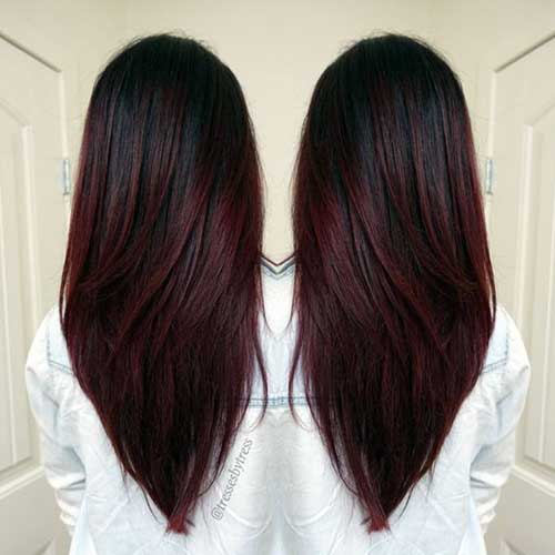 cabelo com raiz escura e comprimento vermelho