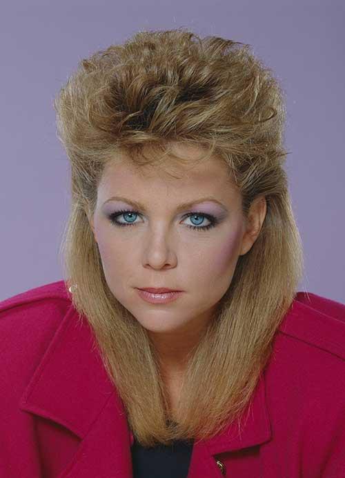 cabelo anos 80 feminino com volume