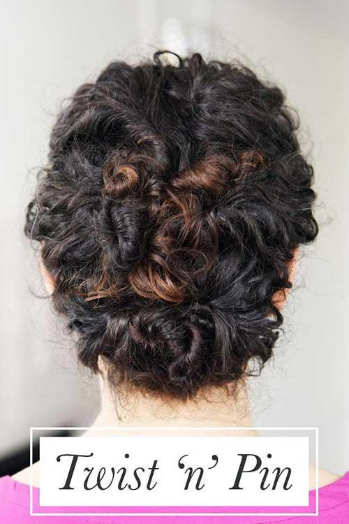 coque twist and pin no cabelo cacheado