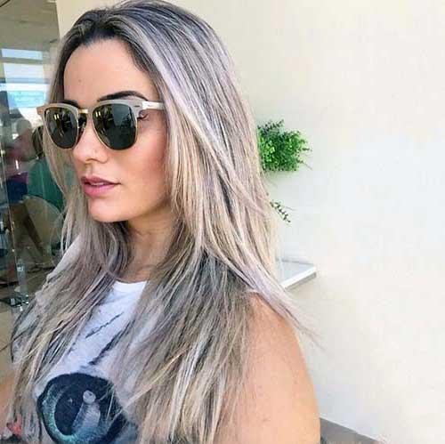 cabelo loiro com mecha cinza