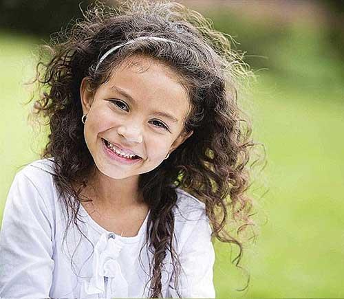 penteado cacheado infantil com arco