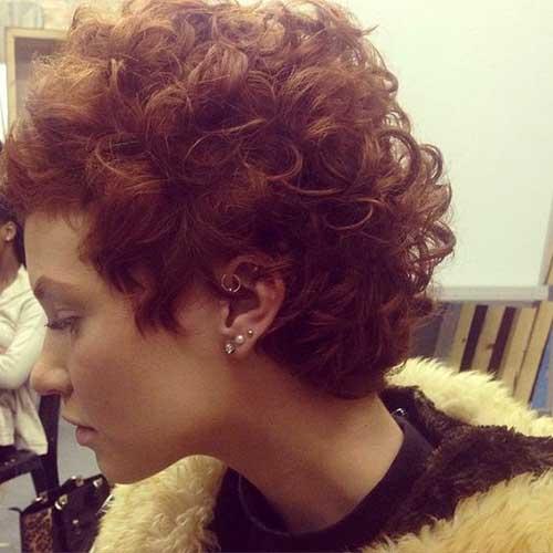 cabelo curto com caracois de cabelos