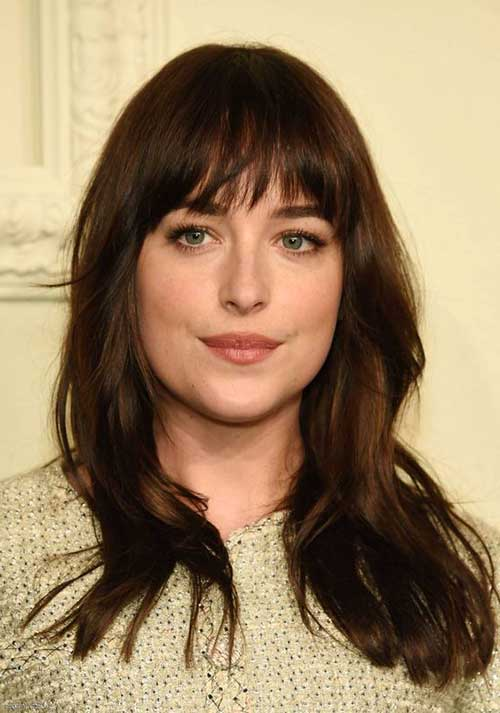 dakota johnson adora uma franja