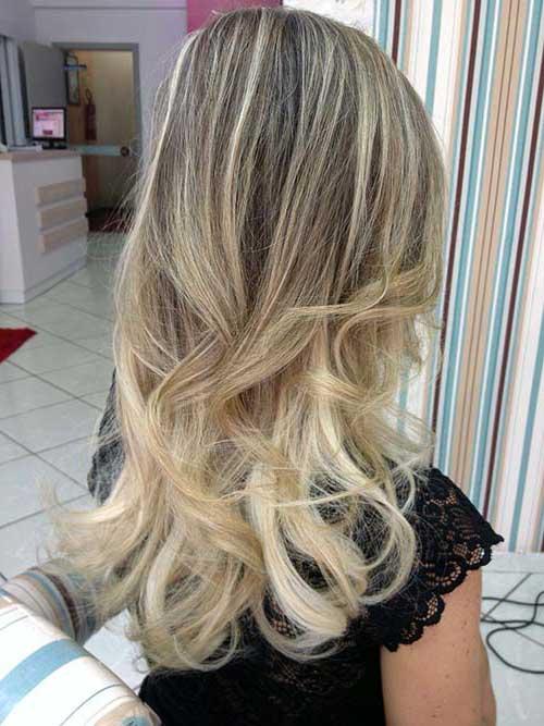 cabelos loiros com mechas coloridas