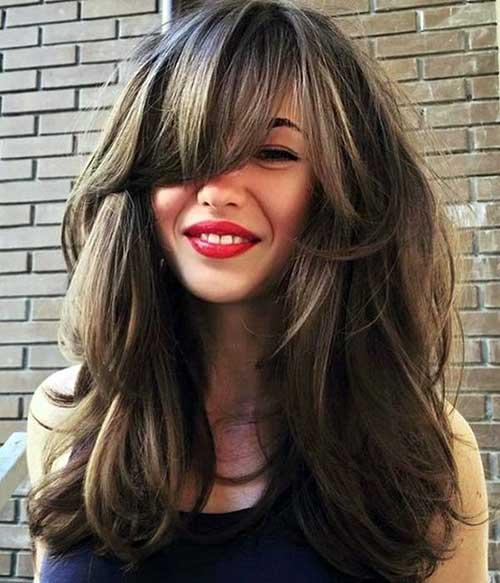 franja grande em cabelos volumosos