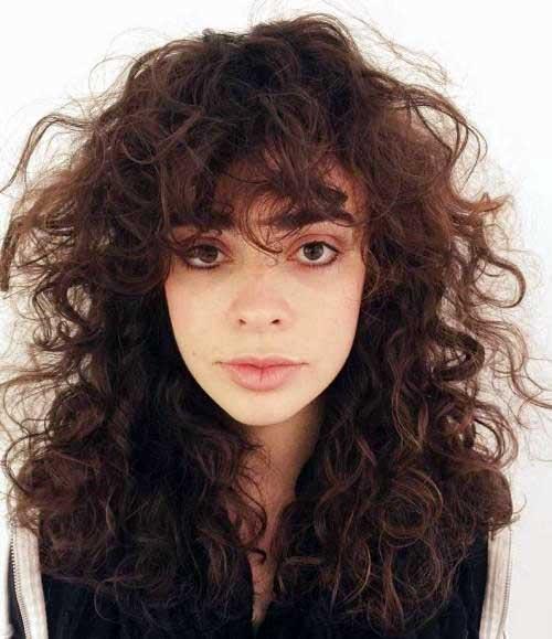 cabelo cacheado medio com franja grande