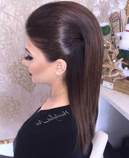 penteado elegante com moicano ou topete