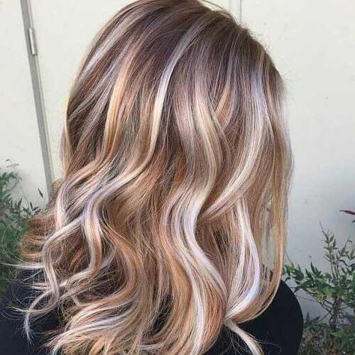 cabelos loiros com mechas cream soda