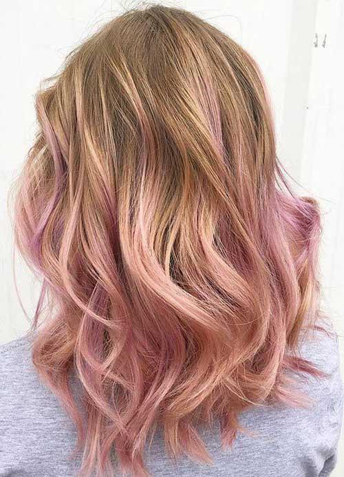 cabelo com luzes rosas