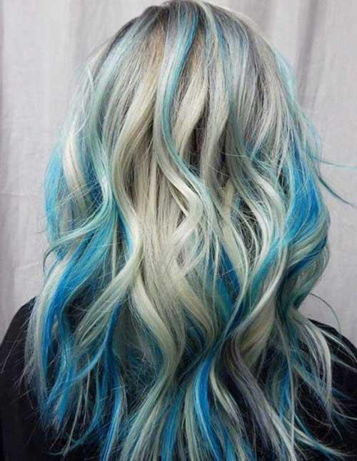 mecha azul no cabelo loiro