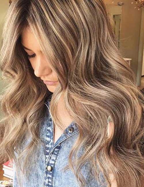 cabelo loiro com mechas marrons em morena