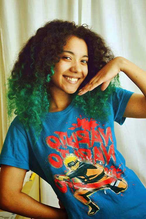 cabelo colorido de verde na ponta