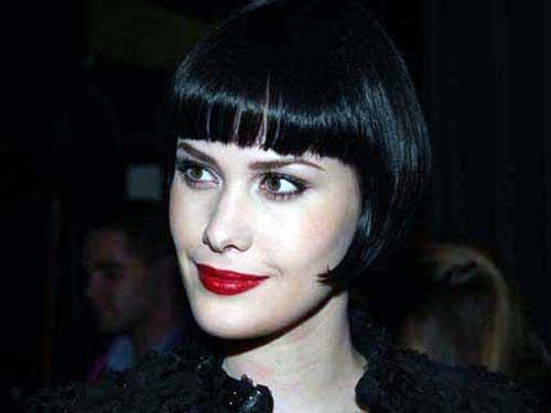madeixas pretas curtas em cabelo com franja