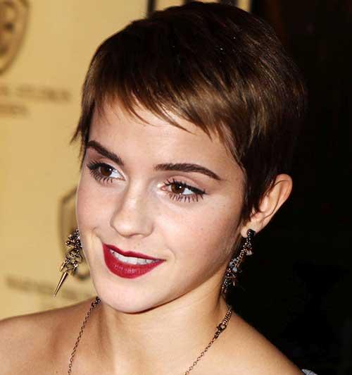 franja em cabelo bem curto de famosa