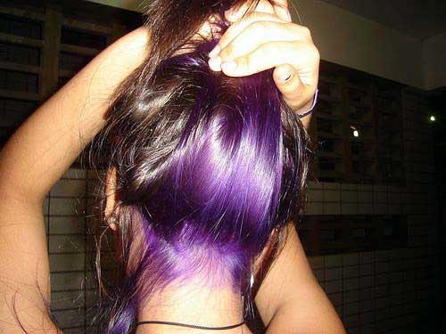 cabelo roxo na nuca com violeta