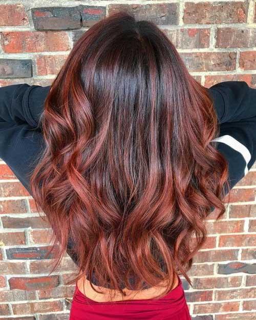 cabelo ondulado com iluminaçao de balayage