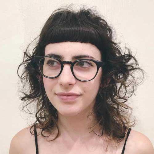 franja para cabelo cacheado e testa grande