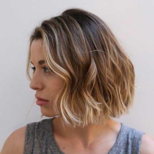 cabelo curto iluminado com mechas claras