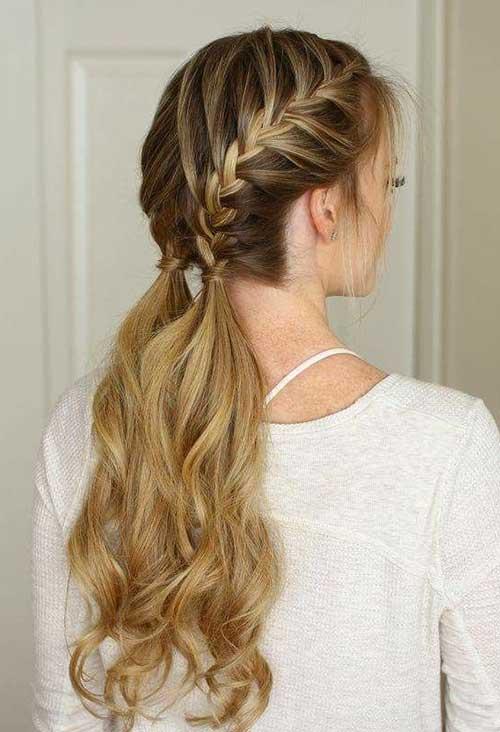 penteado trançado com fios soltos embaixo