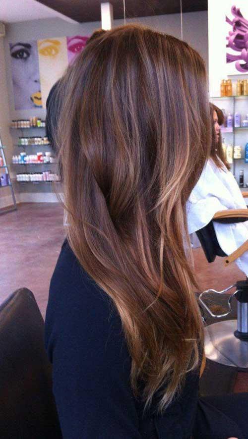 cabelo marrom acobreado por luzes
