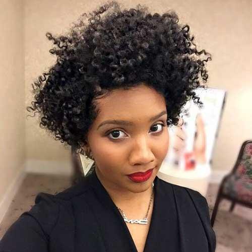 corte de cabelo para rosto redondo em mulher negra